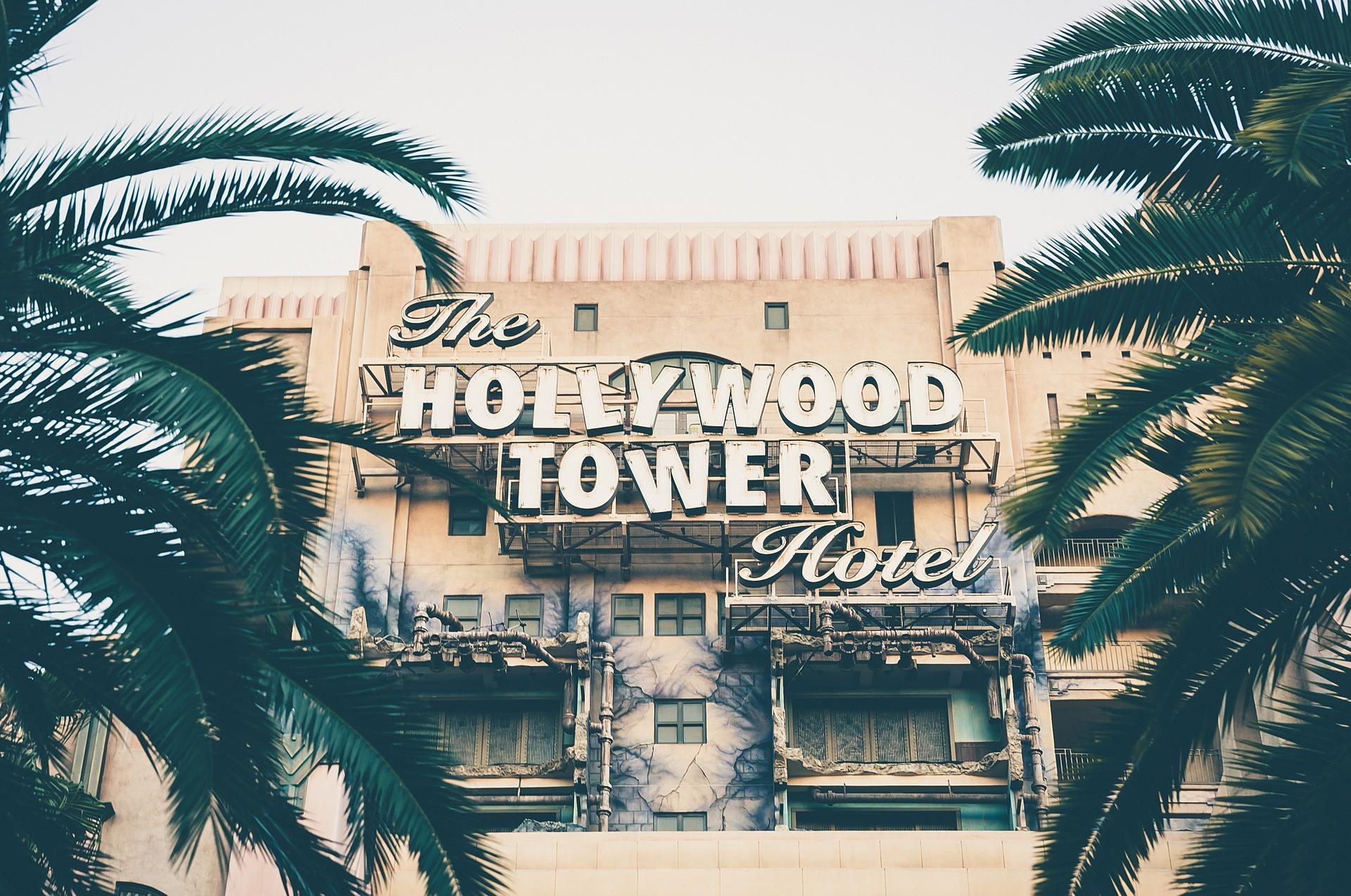 Die Stage wird direkt am Hollywood Tower aufgebaut