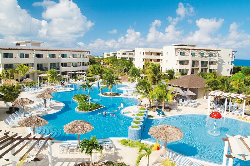 Großzügige Hotelanlage direkt am Strand. Familienurlaub Kuba im Be Live collection Cayo Santa Maria.
