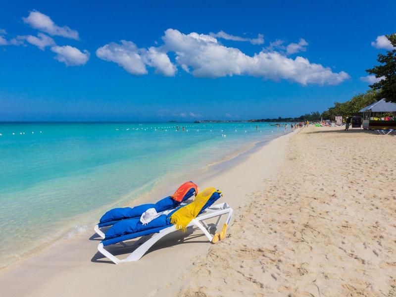 der weitläufige Strand von Negril Beach direkt am Ende der Meile