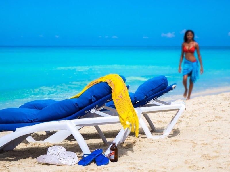 direkte Strandlage im Legends Beach Hotel Negril