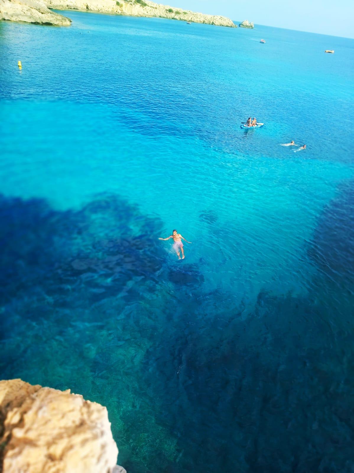 Geheimtipp bei Mallorca Urlaub klippen springen an der Cala Gat