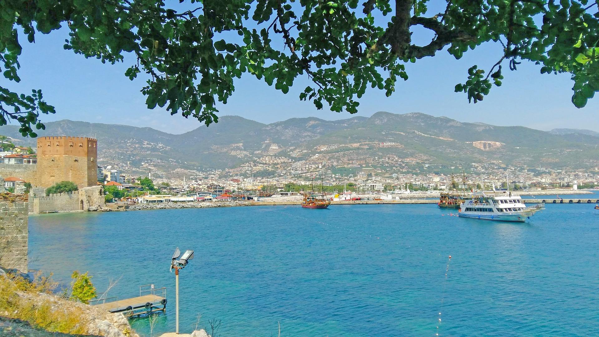 Ein Blick auf den Hafen Alanyas