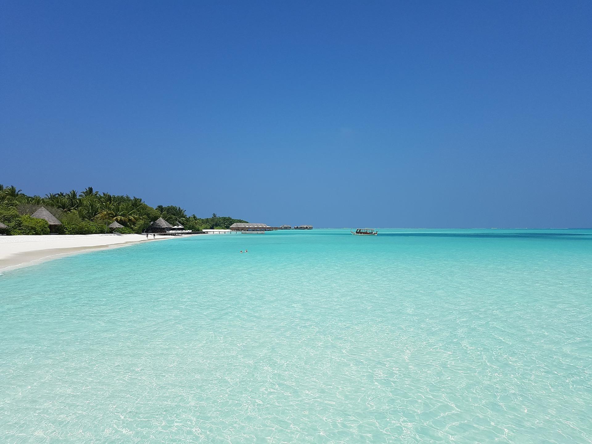 Weißer Sandstrand auf den Malediven